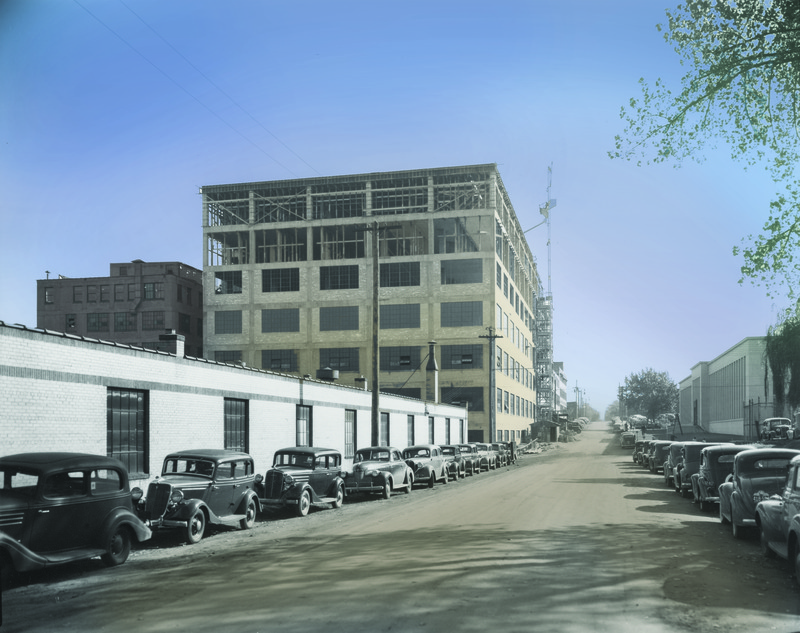Expanded construction of Building 20 in 1940, looking east along Fauquier (now Bush) Avenue.
