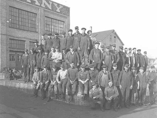 Workers at the St. Paul Foundry