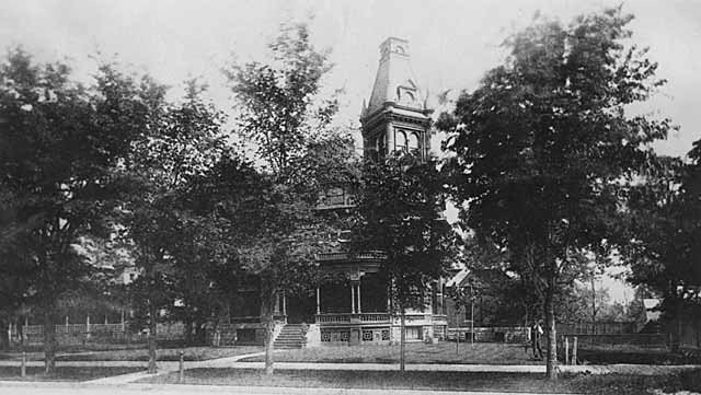 465 Summit Avenue as it appeared in 1888 before its drastic remodeling in the 1920's