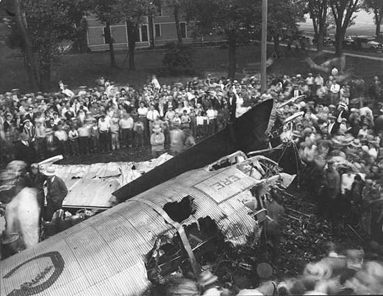 Plane crash near Indian Mounds Park